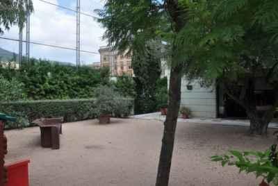 Отдельный двухэтажный дом в Барселоне в зоне Альта города с частным бассейном